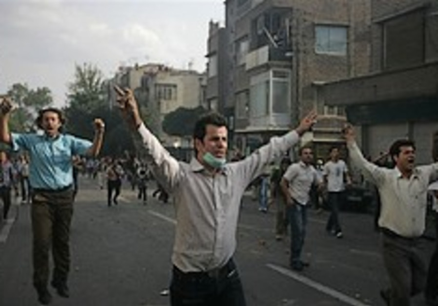 Teheran demonstrations turn violent