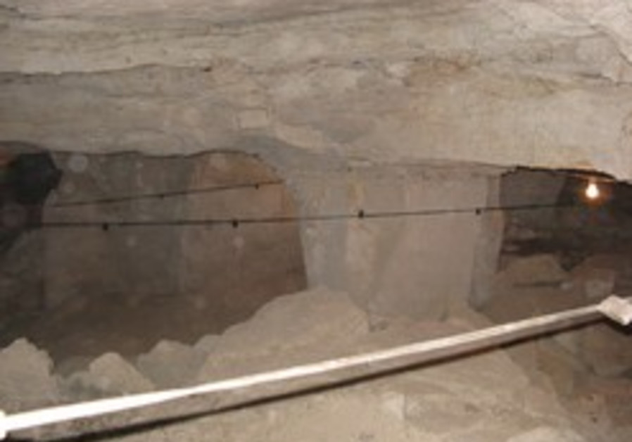 Huge Roman-era cave found by Jericho