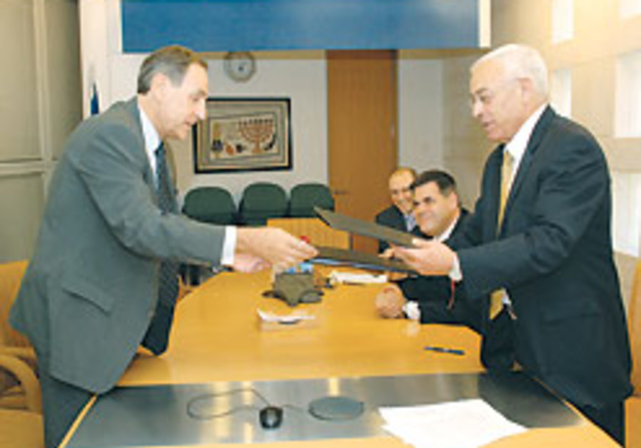 European Commision, Israel sign financing accord for twinning projects