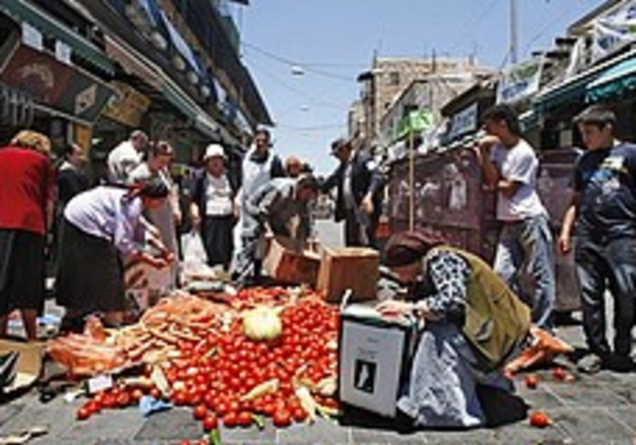 Produce growers, sellers steamed over VAT proposal on fruits, vegetables