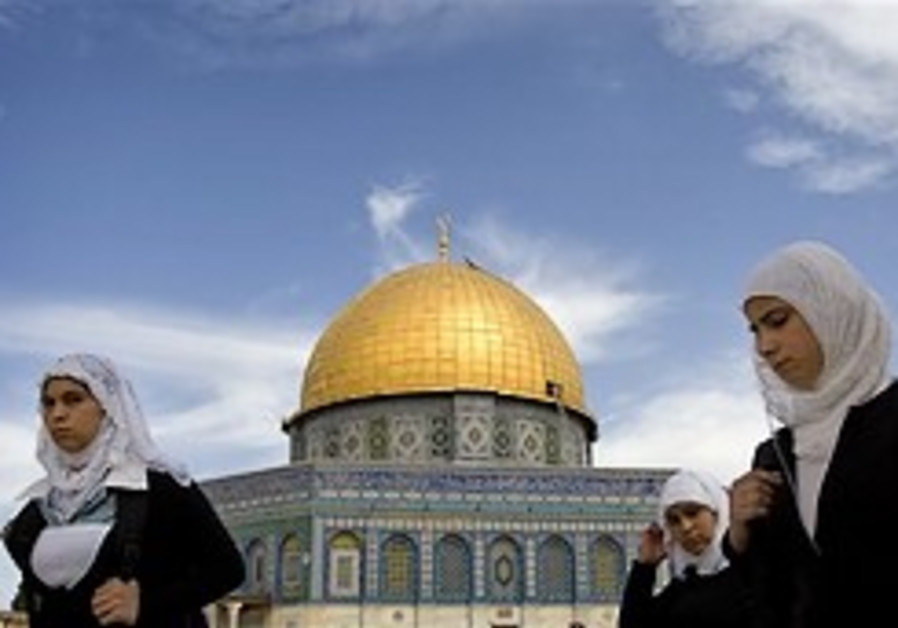 Cleric: Muslims should visit Jerusalem