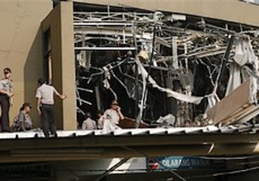 8 killed, more than 50 hurt in Jakarta blasts