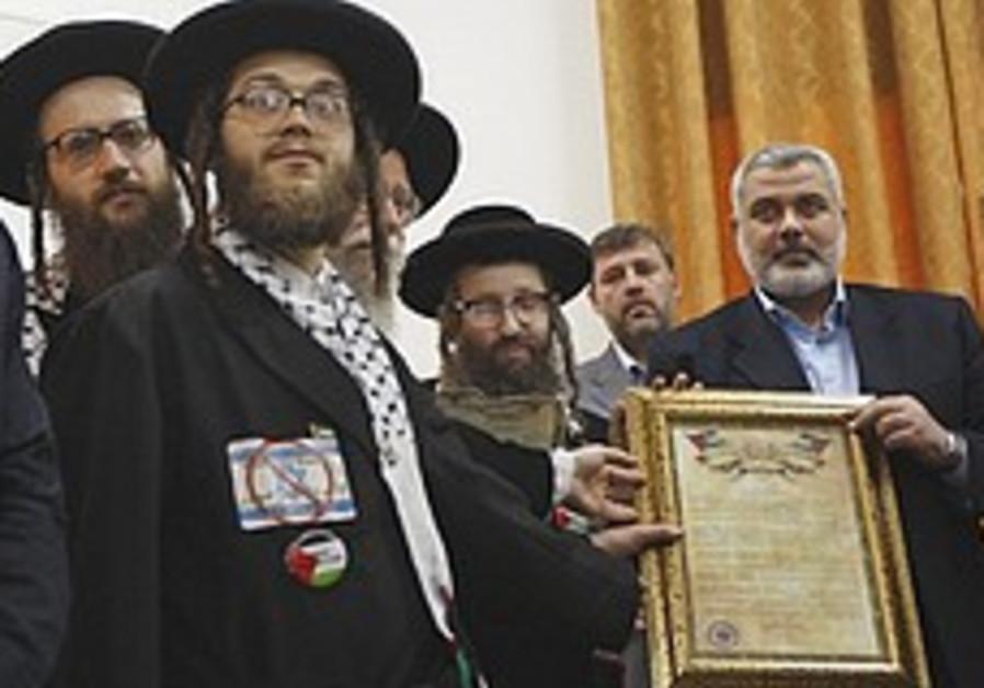 Neturei Karta reps meet Haniyeh in Gaza