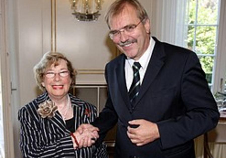 German president regrets Langer award