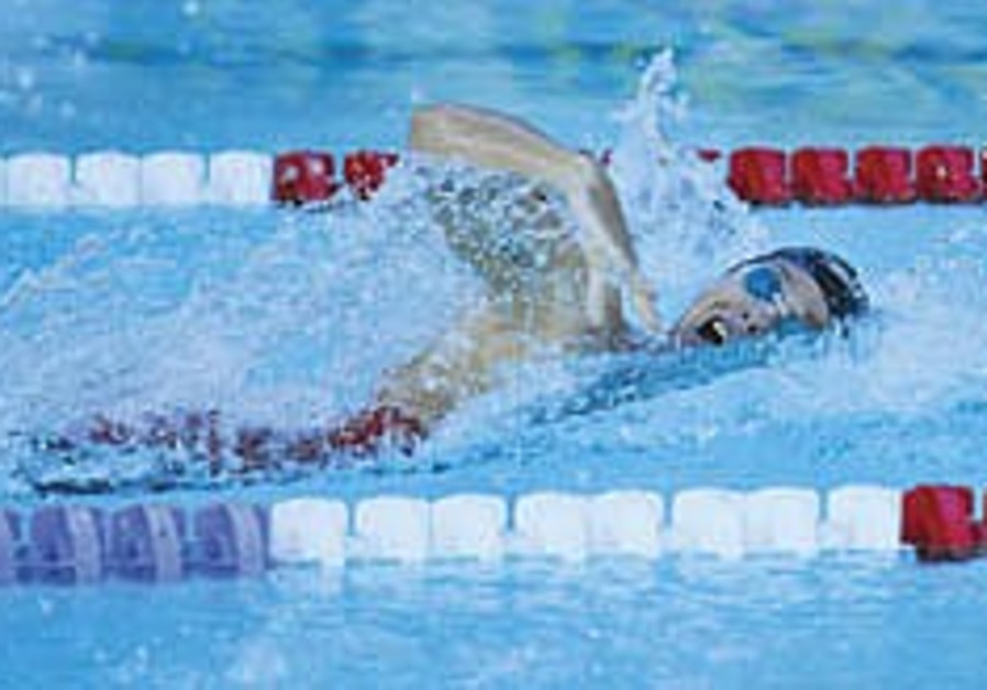 Lezak smashes Maccabiah swim record