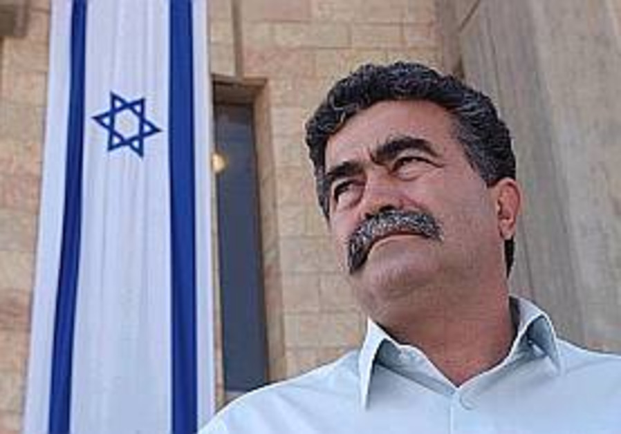 peretz looks noble against flag 298.88