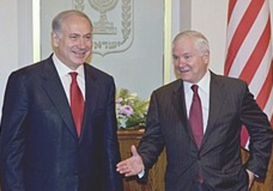 Gates warns of tougher Iran sanctions