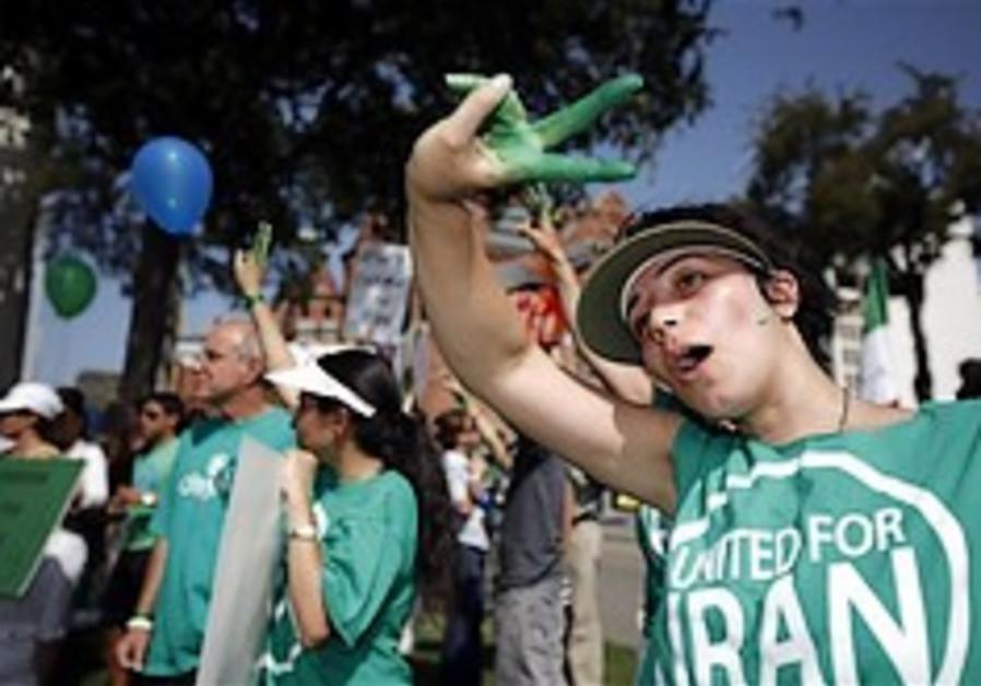 Iran: Police beat protesters at memorial