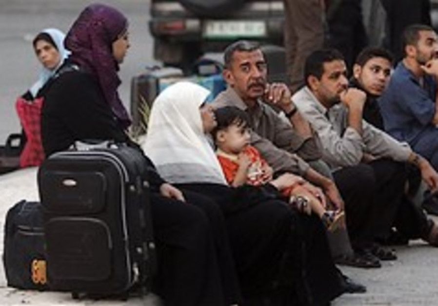 Hamas blocks 50 from leaving Gaza