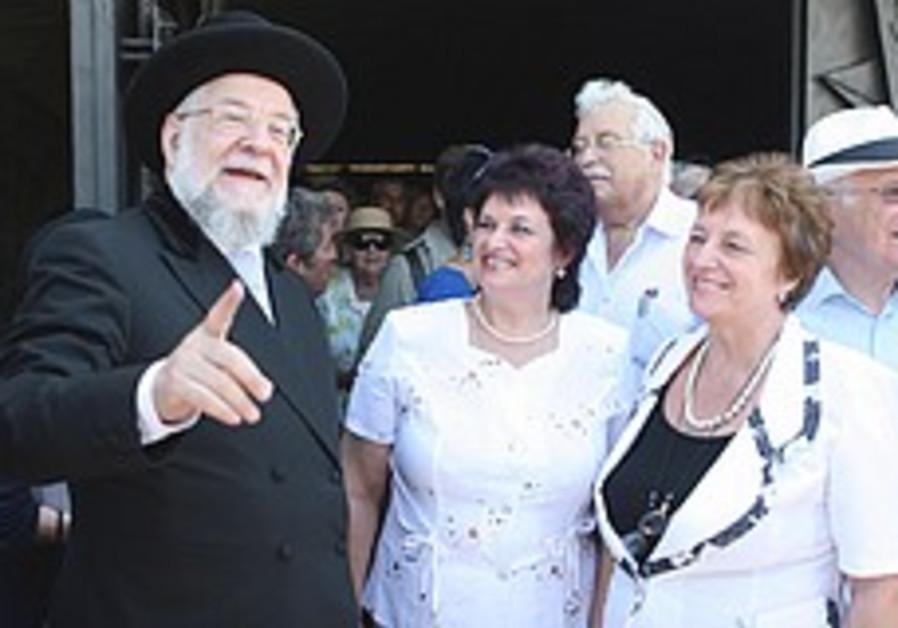 Yad Vashem honors Rabbi Lau's savior