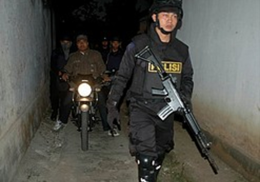 Indonesian police kill two suspected militants