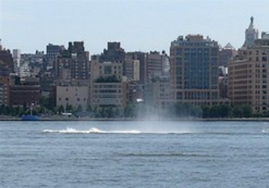 Divers to resume Hudson search in midair collision