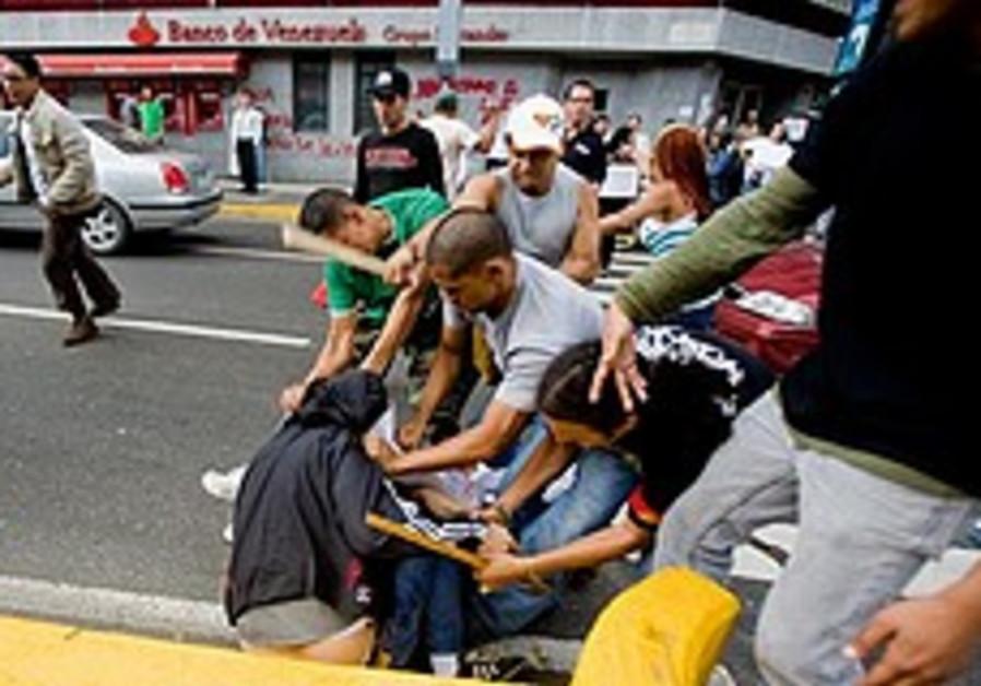 Pro-Chavez lawmakers approve 'socialist' education bill