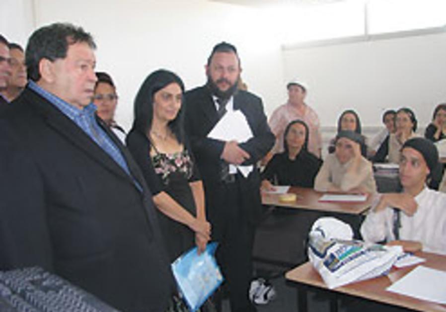 Ben-Eliezer wants to adapt haredi employment center nationwide