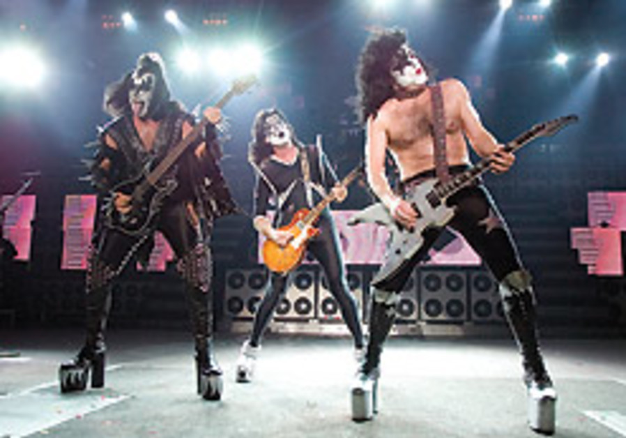 Kiss to release new record