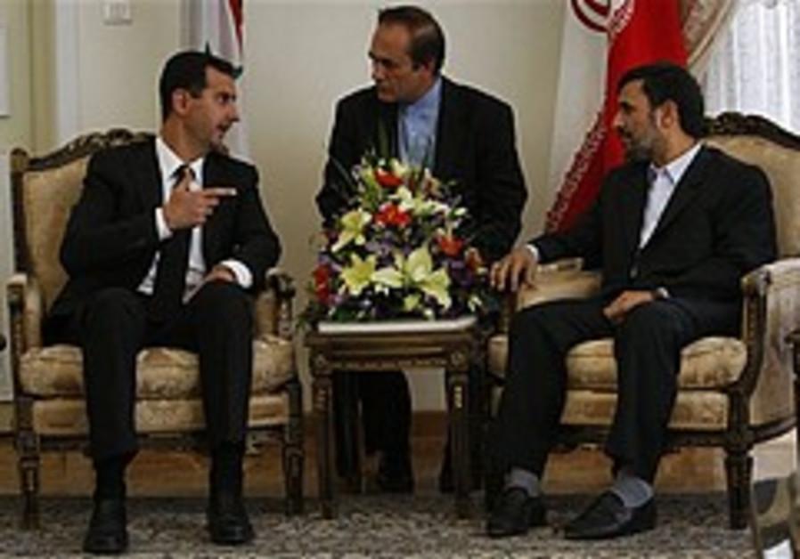 Assad meets with Ahmadinejad in Iran