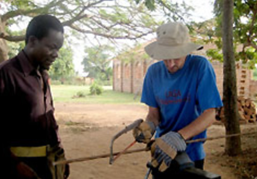 Volunteers seek Jewish way to serve in Africa