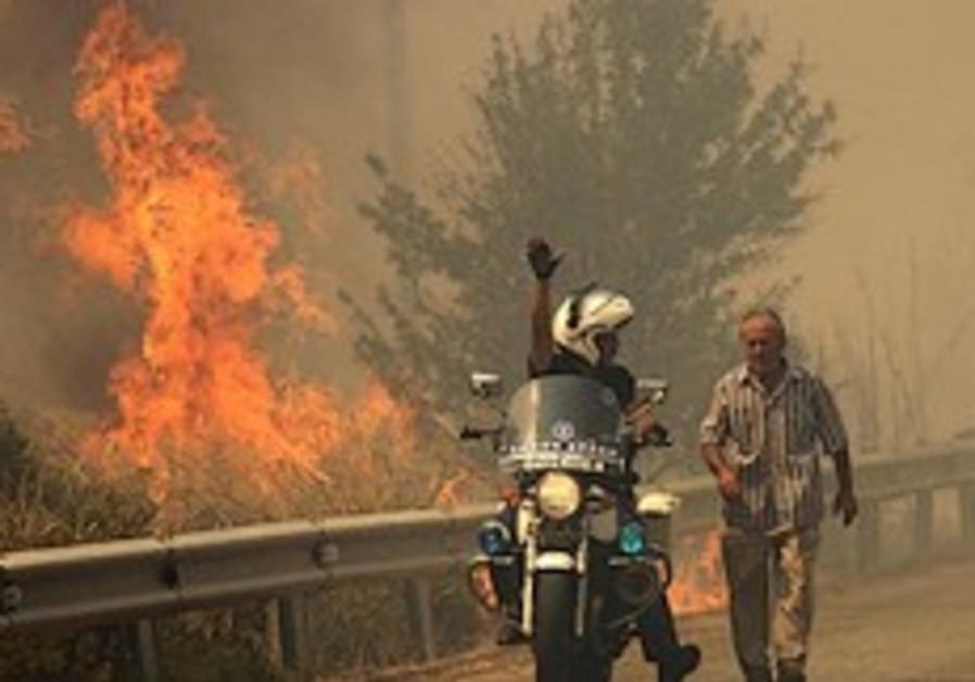 Tens of thousands flee raging wildfires in Greece