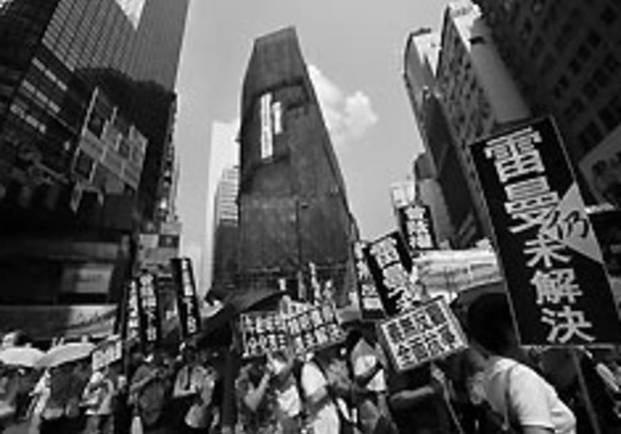 Disgruntled Lehman Bros. investors protest in Hong Kong