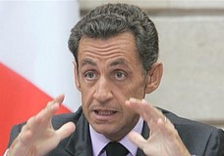 Sarkozy threatens new sanctions on Iran