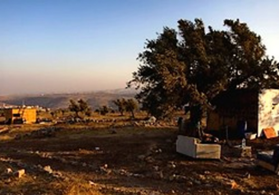 Settlers fight IDF, Palestinians after outpost razed