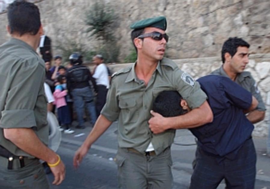 border police arrest anti-disengagemetn protestor
