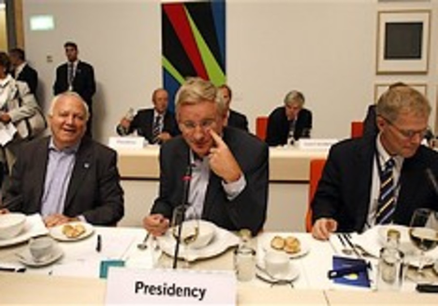 EU urges Iran to resume nuclear talks