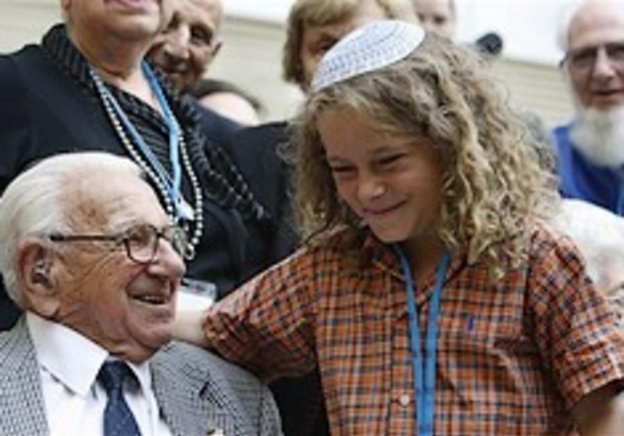 Jews recreate kindertransport train trip