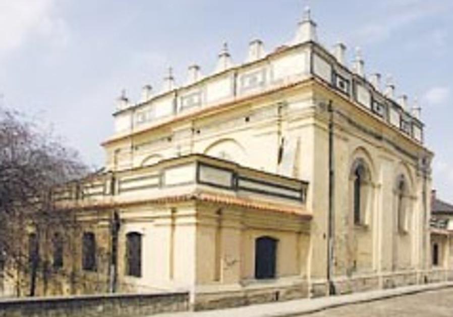 Renovation begins on medieval Polish synagogue