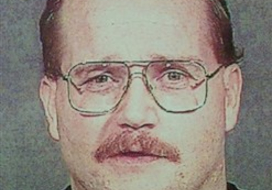 LA Jewish center attacker says he's sorry