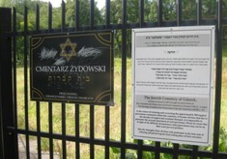 Vandals deface Gdansk Jewish Cemetery