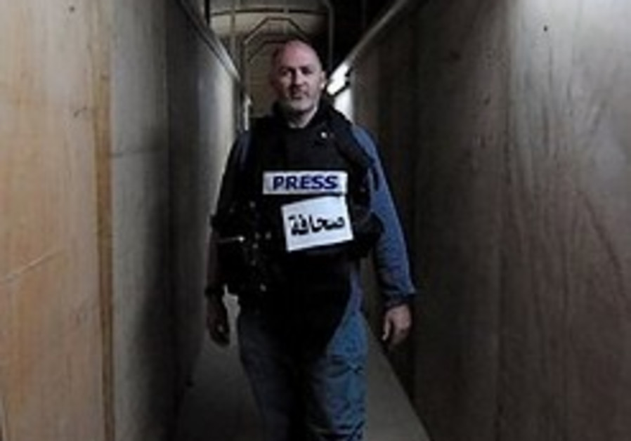 Afghanistan: NYT reporter freed in raid; Brit commando killed