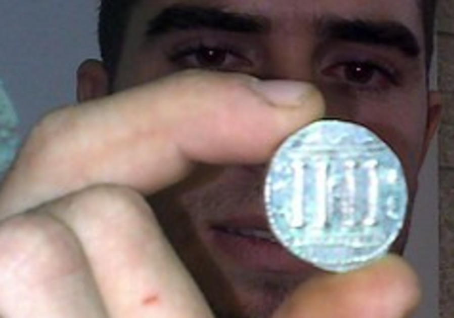 Archaeologists find 120 coins from the Bar Kokhba Revolt era