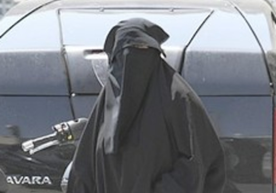 Muslim woman presses French panel for burqa ban