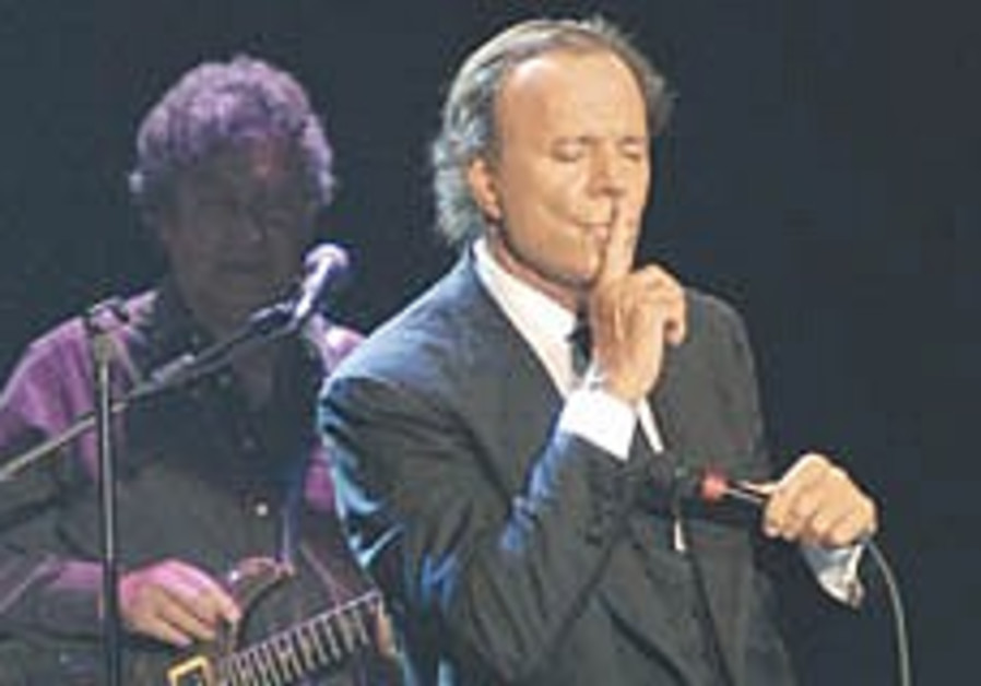 Julio Iglesias charms in Tel Aviv