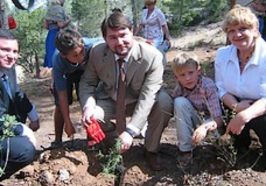 Visitors from Russian-Speaking Nations Plant Trees at New Plant-A-Tree Center Near Kennedy Memorial
