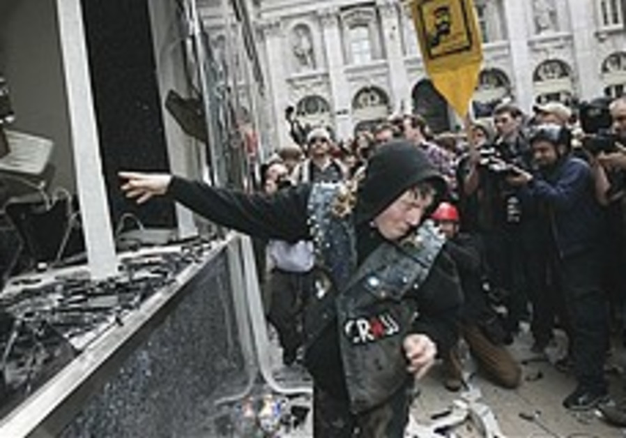 London: G-20 protesters break into Royal Bank of Scotland