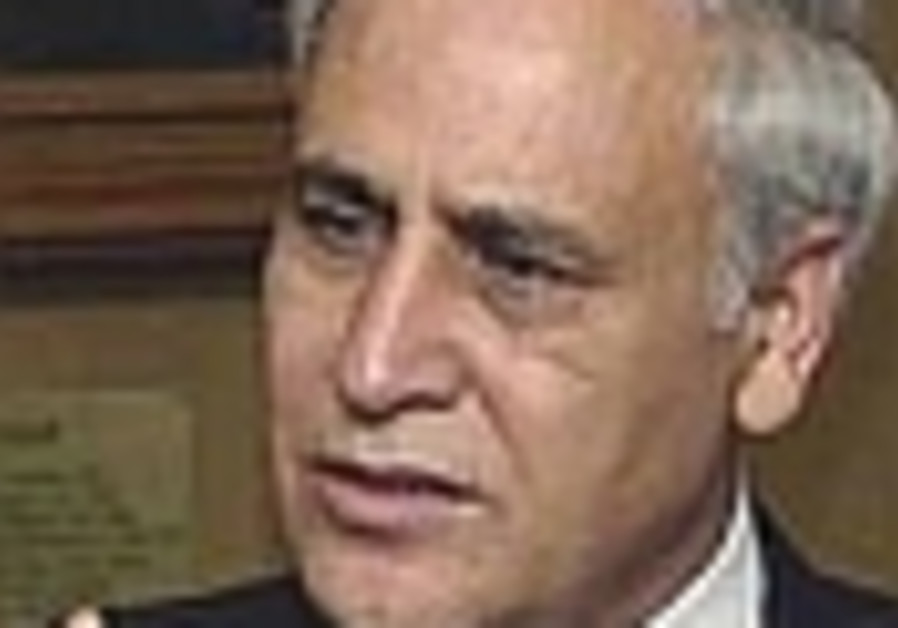 Katsav questioned under caution for over 7 hours