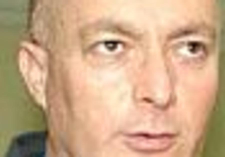 Is Edelstein under too much pressure?