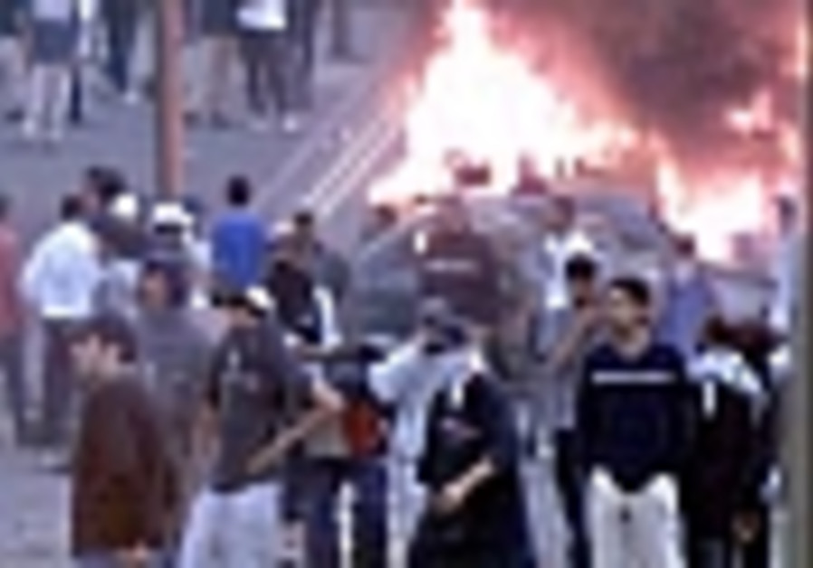 Violent riots break out in Nazareth