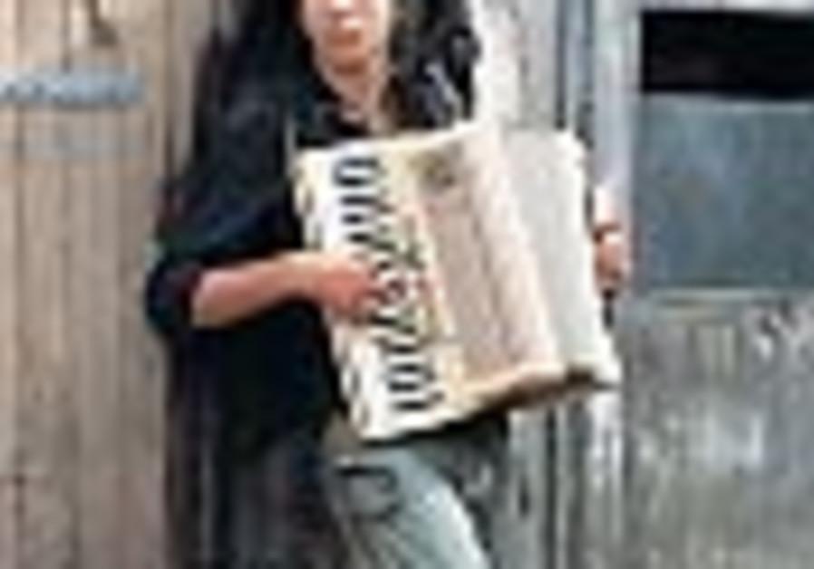 idan raichel leans plays accordion 88