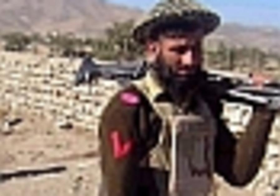 Pakistani troops, insurgents trade fire in Afghan border region