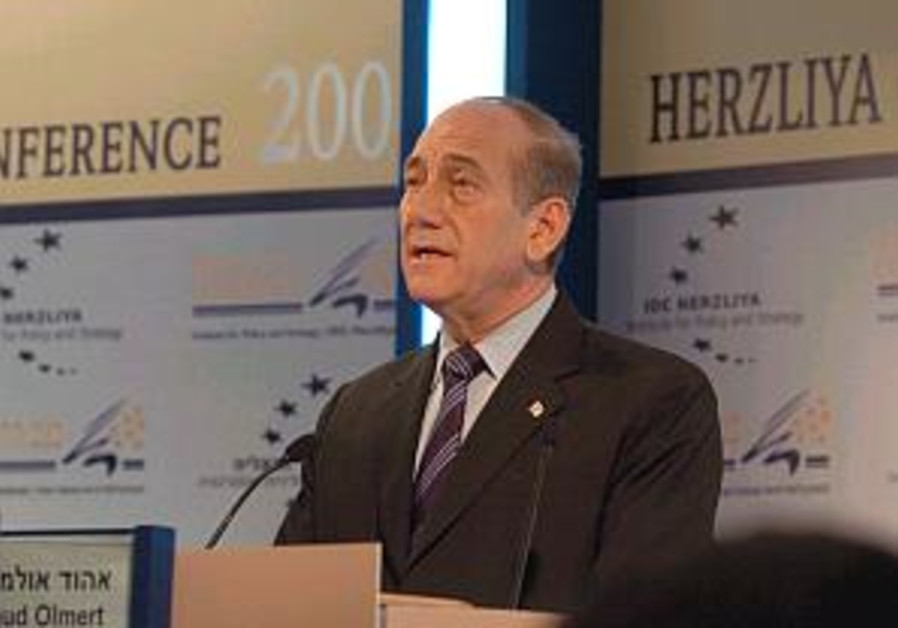 Olmert  at herzilya 298