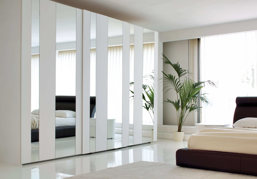 More design options include adding printed glass, mirrors and decorative stickers.