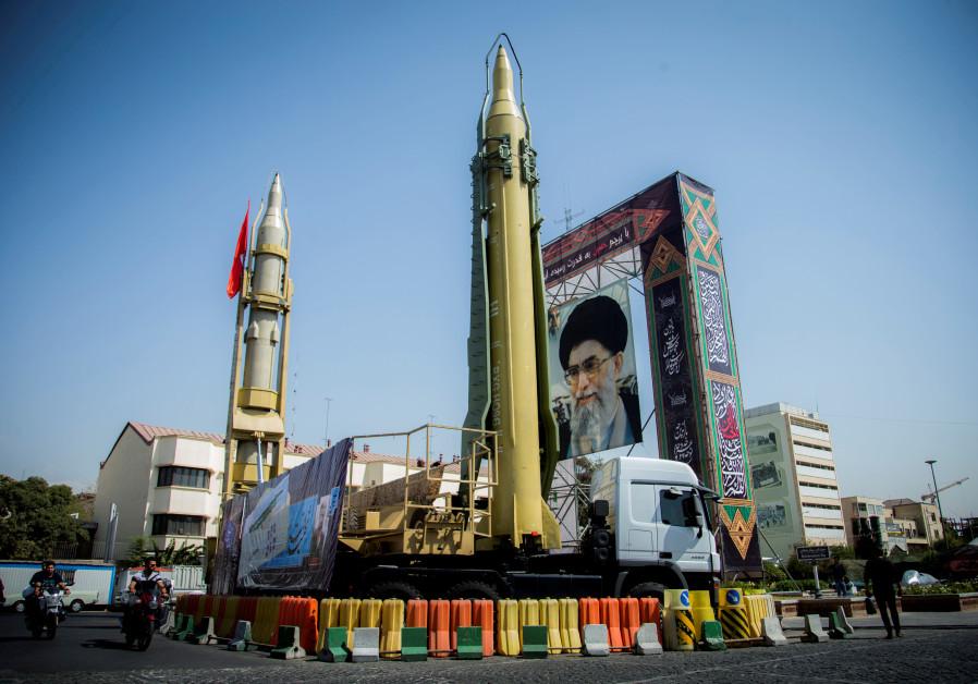 Missiles and a portrait of Iran's Supreme Leader Ayatollah Ali Khamenei in Baharestan Square in Tehran, Iran / NAZANIN TABATABAEE YAZDI/ TIMA VIA REUTERS