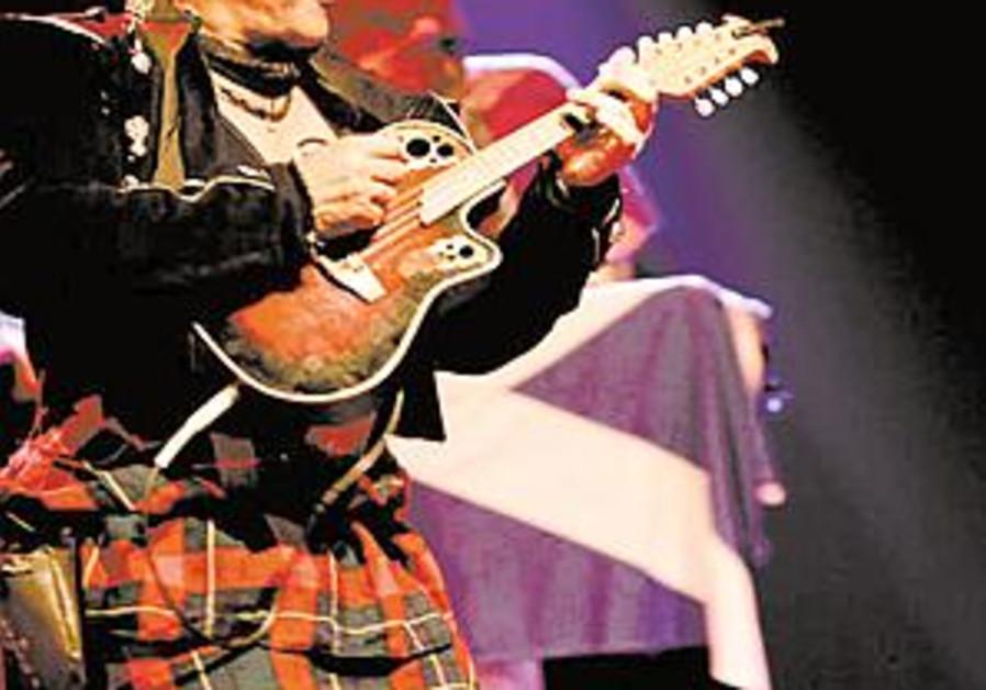 dude w kilt in celtic band