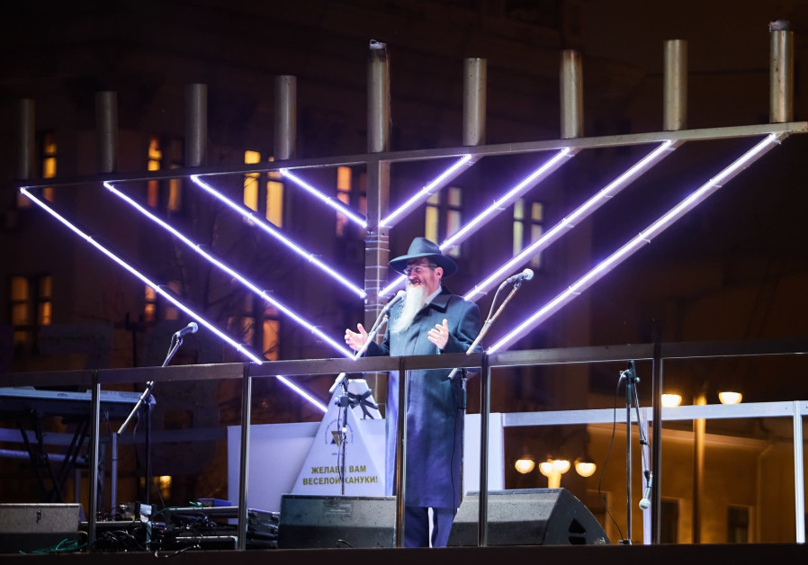 Chief Rabbi of Russia, Chabad-Lubavitch Rabbi Berl Lazar, addresses the crowd at the public menorah lighting in Red Square in Moscow, Russia, on Tuesday, December 12, 2017  /  CHABAD
