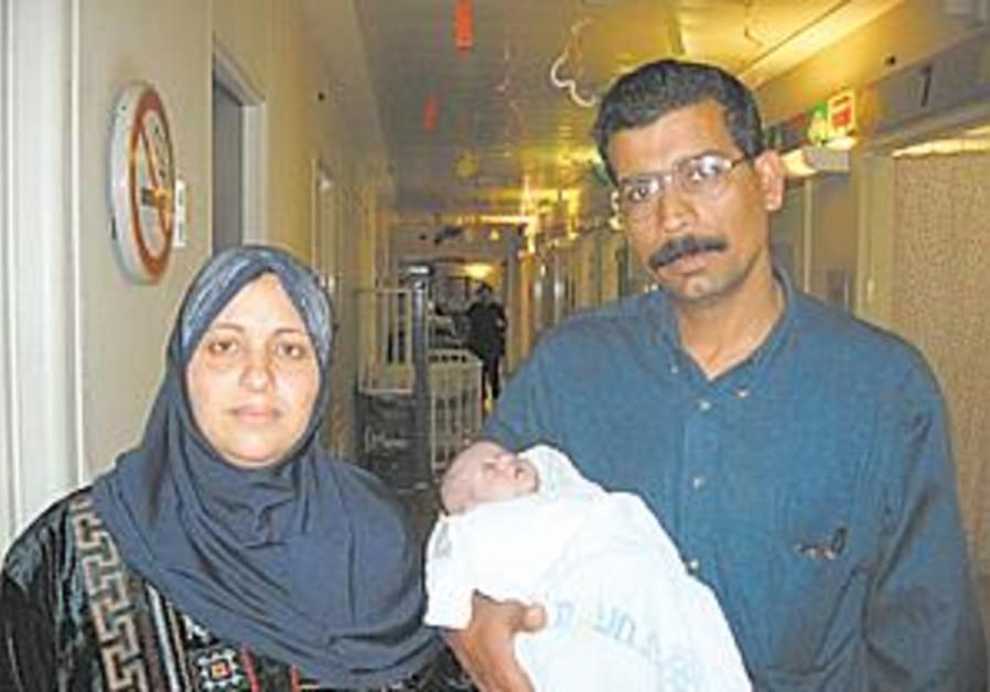 gaza family w baby
