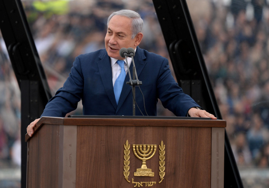 Prime Minister Netanyahu addresses pilots in the Israeli Air Force as they recieve their wings (credit: Chaim Tzach/ GPO)