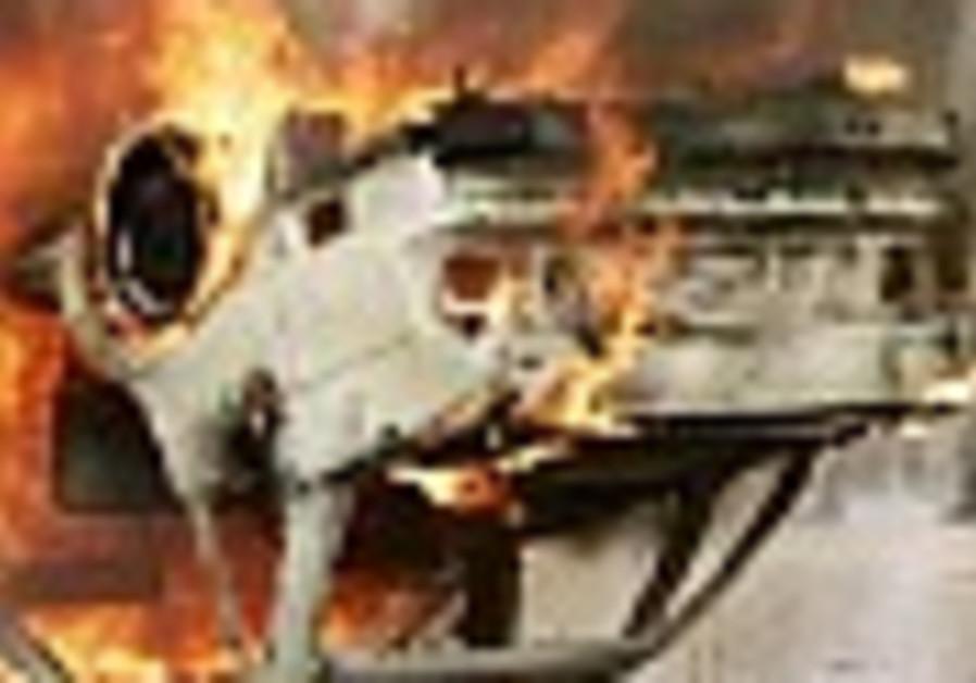 Suicide car bomber strikes Iranian Shi'ite pilgrims